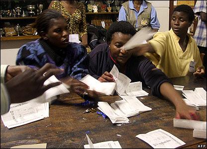 Mugabe's Zanu-PF loses majority